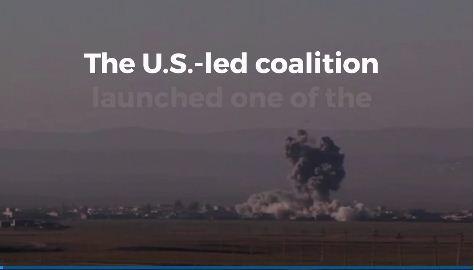 周四晚,以美國為首的聯軍對伊拉克伊斯蘭國(IS)一個汽車炸彈工廠發動一次最大的空襲,投下數十枚炸彈,擊中摩蘇爾以南一個龐大複合工廠的43個目標。(視像擷圖)