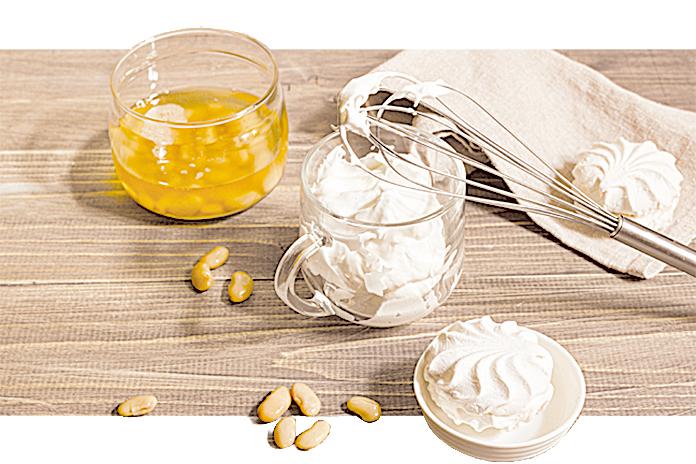 鷹嘴豆水取代蛋白,做成純素蛋白霜。