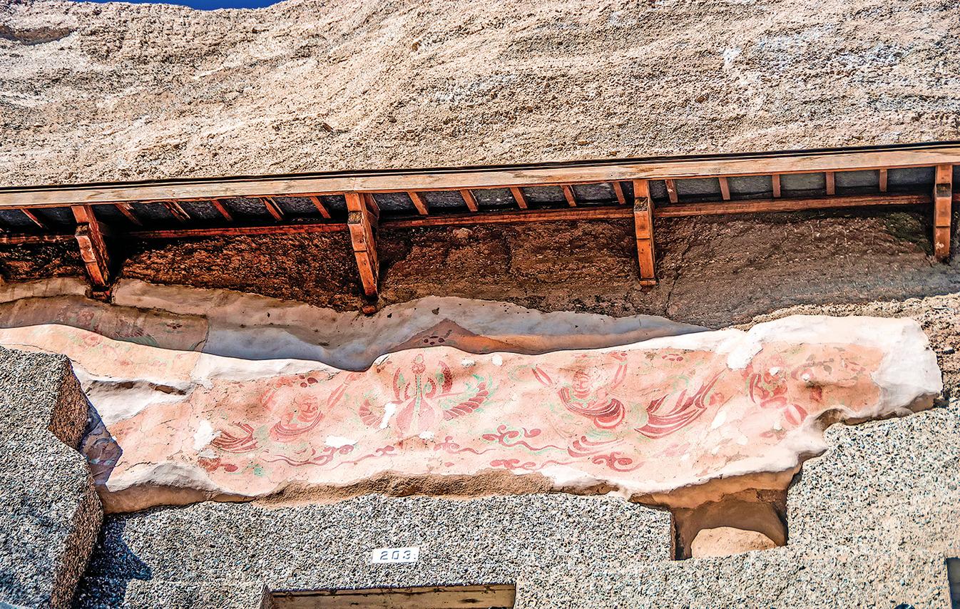 隋煬帝派老臣裴矩經營河西走廊。一度中止的絲路貿易,逐漸恢復活力。圖為敦煌甘肅榆林洞景觀。(Shutterstock)