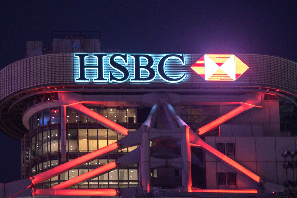 據外媒引述知情人士消息指,滙豐HSBC(00005)於未來數月內,一批高管將由英國倫敦總部遷往香港。(PHILIP FONG/AFP via Getty Images)