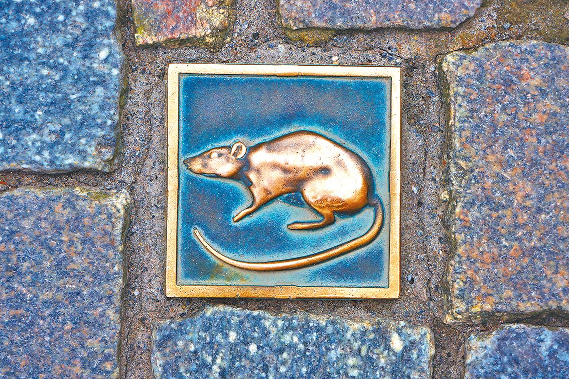 城內遍佈老鼠的形象。