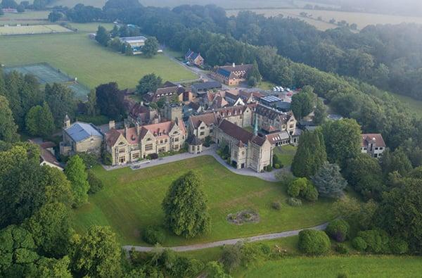 圖為英國的一所私立學校。(Finnbarr Webster/Getty Images)
