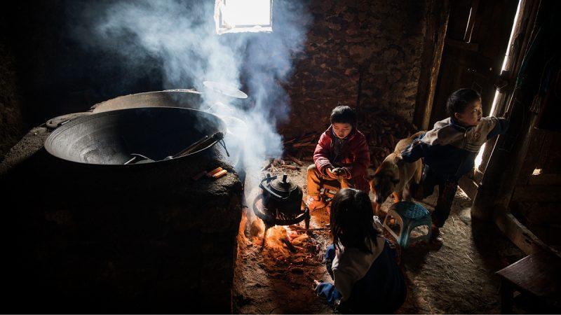 專家認為,農村問題積重難返,不改革土地集體所有制度就只能隔靴搔癢。(Kevin Frayer/Getty Images)