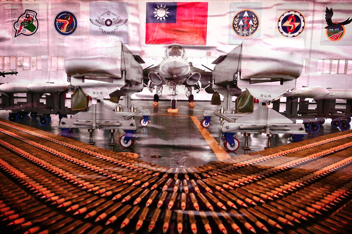 中共南海部署戰機,台海衝突升級。(大紀元製圖)