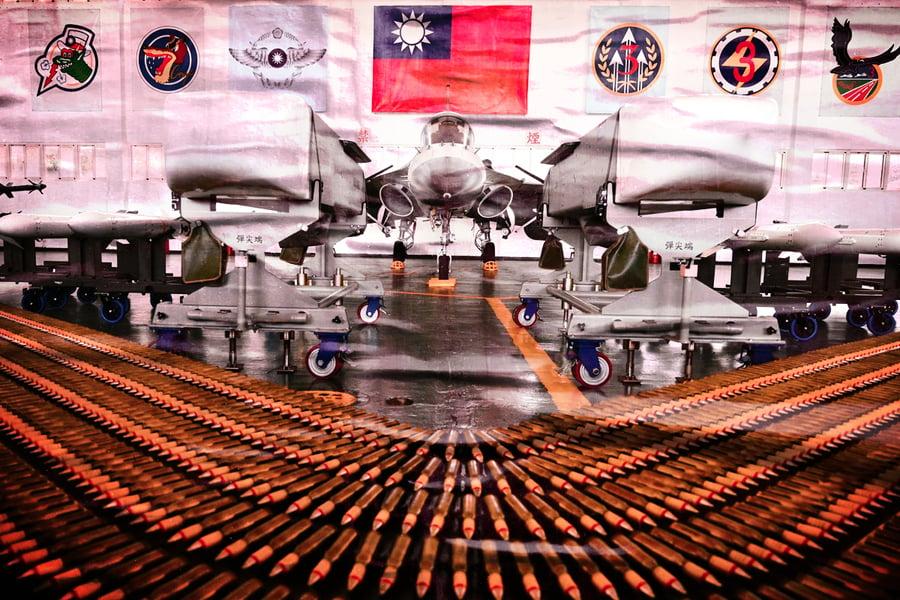 中共南海部署戰機 台海衝突升級