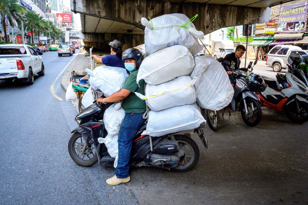 泰國今(2月23日)公佈1月貿易逆差收窄至2億美元,市場預期為順差7,000萬美元。(Photo by MLADEN ANTONOV/AFP via Getty Images)