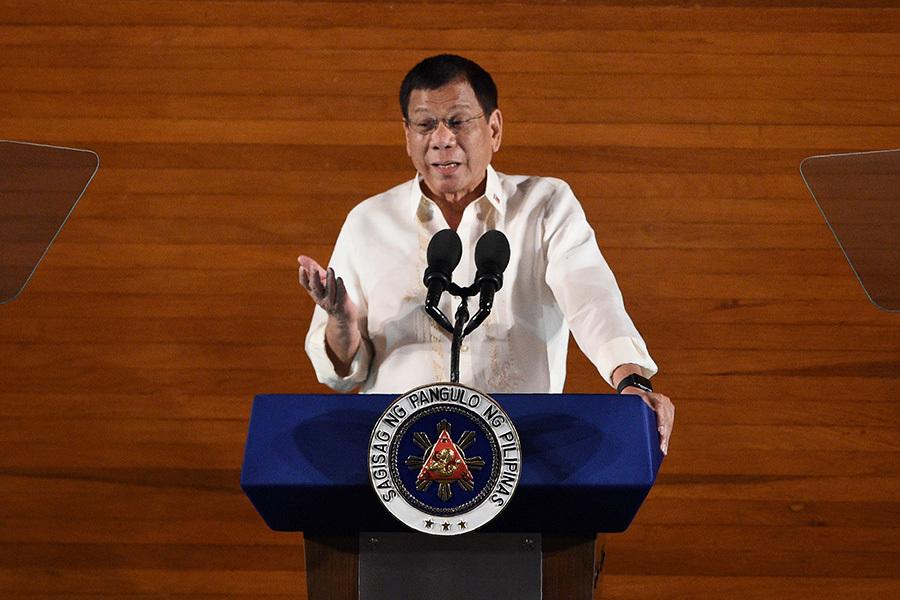 菲律賓總統杜特爾特對南海立場忽軟忽硬。(TED ALJIBE/AFP/Getty Images)