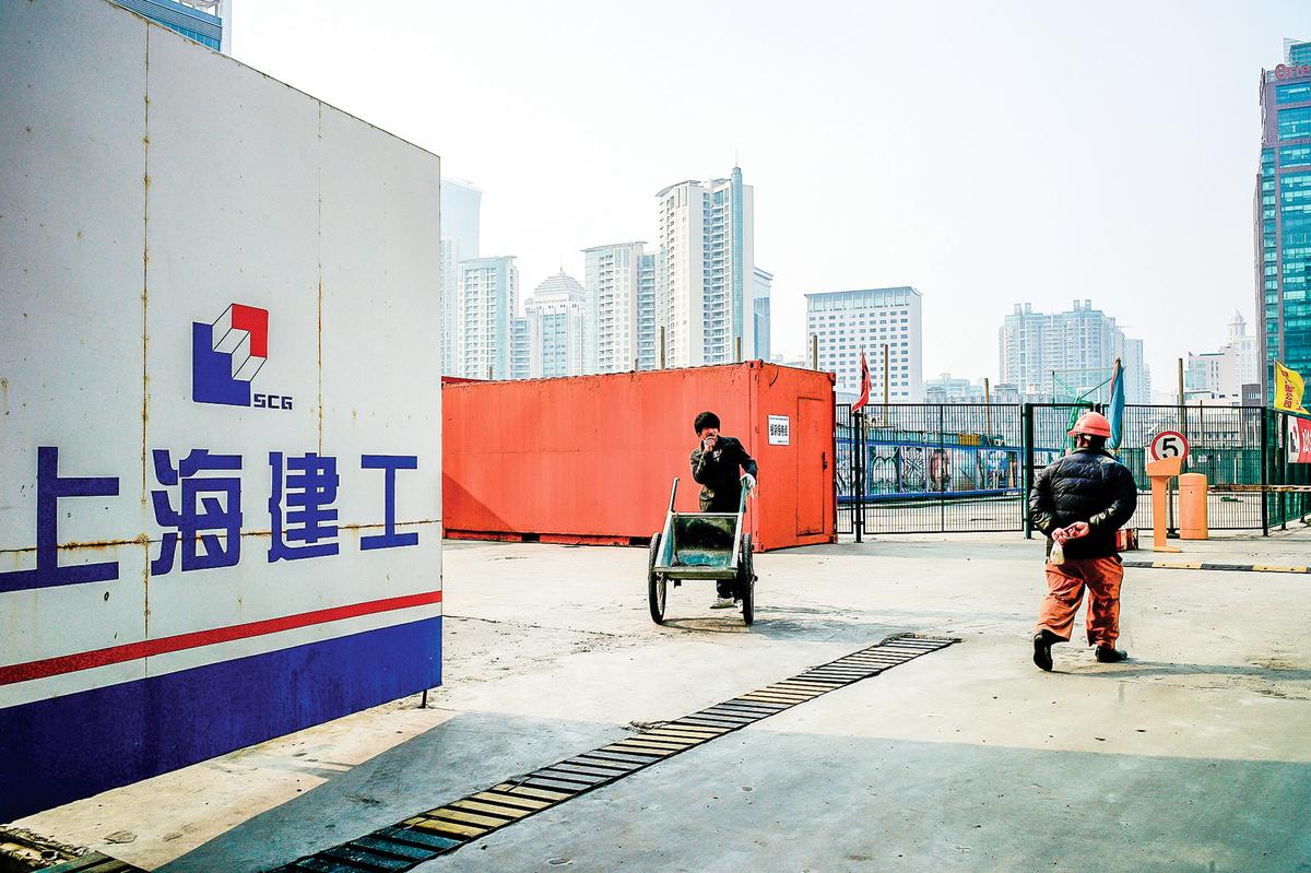 中國大陸維權事件層出不窮,在維護房產方面也不分階層,一些中產階層人士也加入維權、抗議之中。圖為上海一處建築工地。(Getty Images)