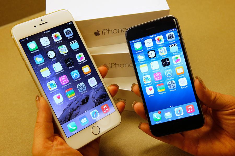 蘋果公司(Apple)周四對外發佈一個系統升級聲明,稱為防止iPhone被黑客攻擊,建議用戶盡快下載最新版本的iOS 9.3.5,以確保個資安全。(George Frey/Getty Images)
