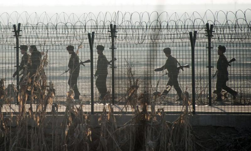 南韓軍方周五(6月9日)表示,在與北韓邊境附近一座山上發現一架疑似北韓無人機。(JOHANNES EISELE/AFP/Getty Images)
