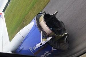 引擎疑被炸裂 西南航空航班途中迫降