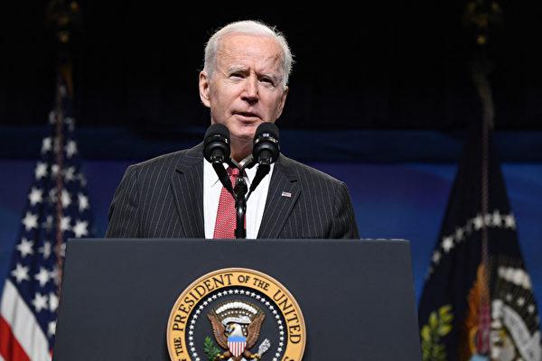 美國時間2月24日,拜登簽署了一項對全球供應鏈和美國在關鍵行業的潛在脆弱性進行為期100天審查的行政命令。他還提到「我們不應該被迫依賴外國,特別是一個沒有共同利益或價值觀的國家。」 圖為美國總統拜登(Joe Biden)。(SAUL LOEB / AFP)
