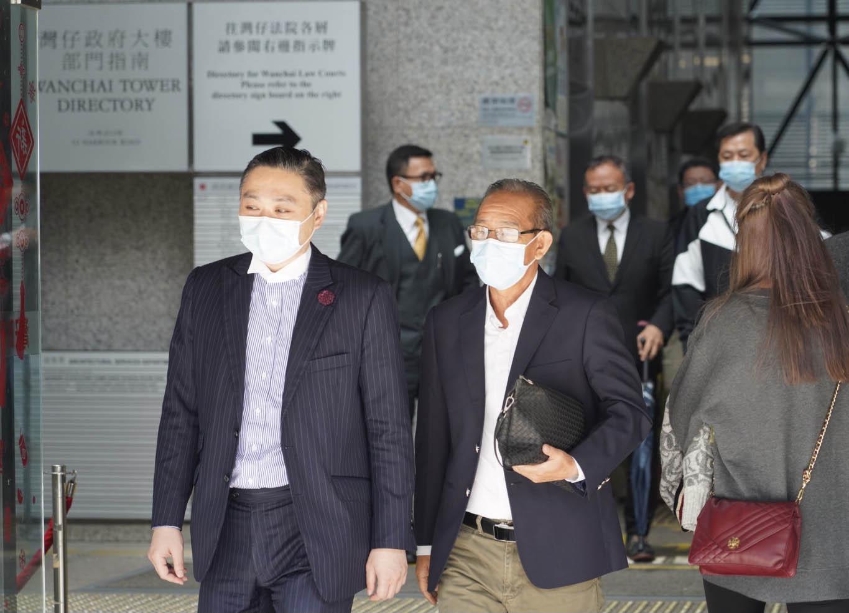 元朗西鐵站7.21白衣人恐擊案件,審訊昨日進入第四天,法庭開始傳召證人作供。右一為第七被告鄧英斌。(余鋼/大紀元)