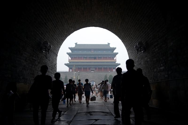 分析人士認為,北京當局近日正式下發文件,針對中央和地方的財政事權改革方案,觸動當年江澤民分稅制改革的遺禍。(WANG ZHAO/AFP/Getty Images)