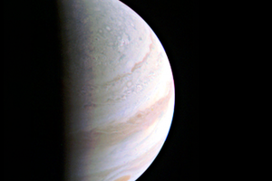 朱諾號首次最近距離飛掠木星 NASA發佈首照
