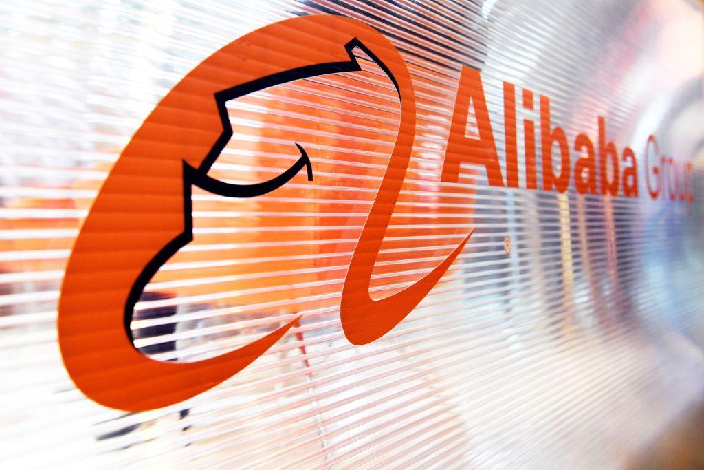 有專家分析認為,阿里巴巴可能逐漸被收歸國有,甚至會影響到支付寶的支付功能,而馬雲本人則可能面臨被消失的處境。(ALAIN JOCARD/AFP via Getty Images)