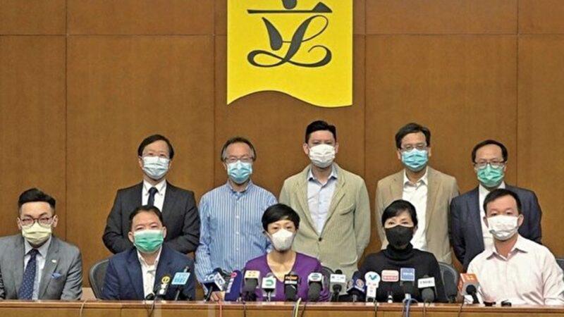 今年稍早有50多名民主派人士被警拘捕,其中有多人於2月26日突然收到須於28日前往警署接受調查的通知。圖為香港民主派立法會議員2020年4月14日批評兩辦無疑「向港人宣戰」。(郭威利/大紀元)