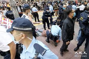 【突發】警方突封賢學思政街站 警員與市民口角 拘捕一名男子(更新)