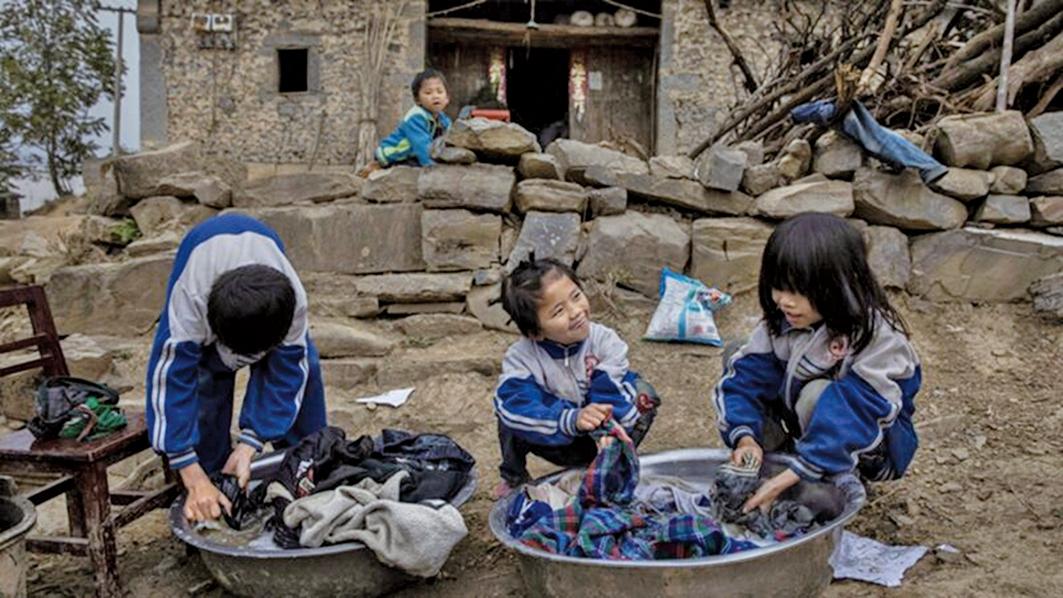 有農民怒指,當地政府要求謊報家中年收入「被脫貧」,導致貧困戶的生活更加苦不堪言。示意圖(Kevin Frayer/Getty Images)