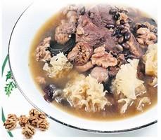 【梁廚美食】黑豆雪耳帆立貝燉湯