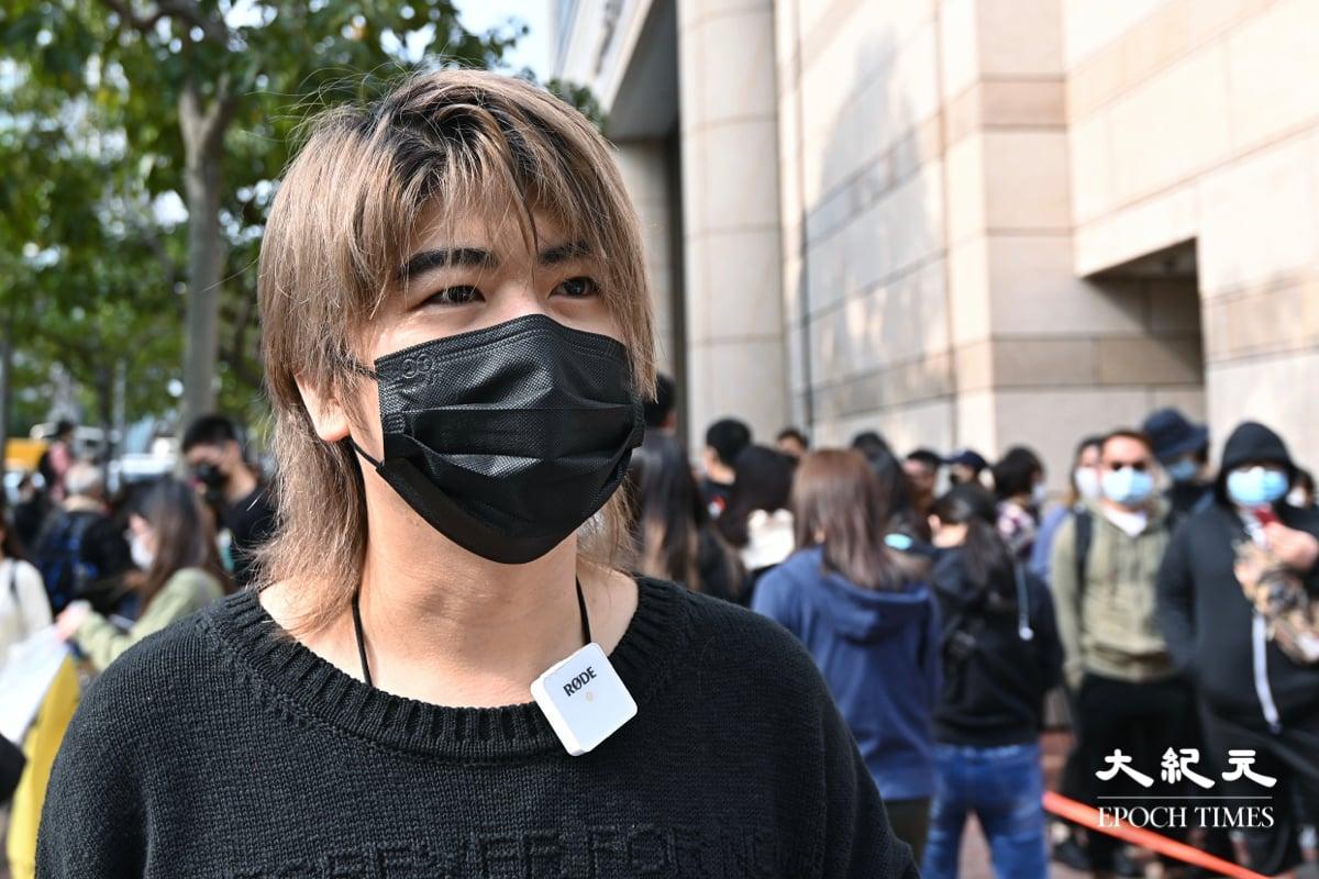 47名泛民人士今日(3月1日)於西九龍裁判法院提堂。大批民眾到場支持被捕人士,歌手阮民安也到場支持。(宋碧龍/大紀元)