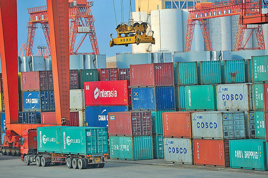 美國被列入寨卡病毒本地傳播國家名單,因此出口到中國的貨櫃需要經過滅蚊工序,程序可在中國港口或美國本土進行。(大紀元資料圖片)