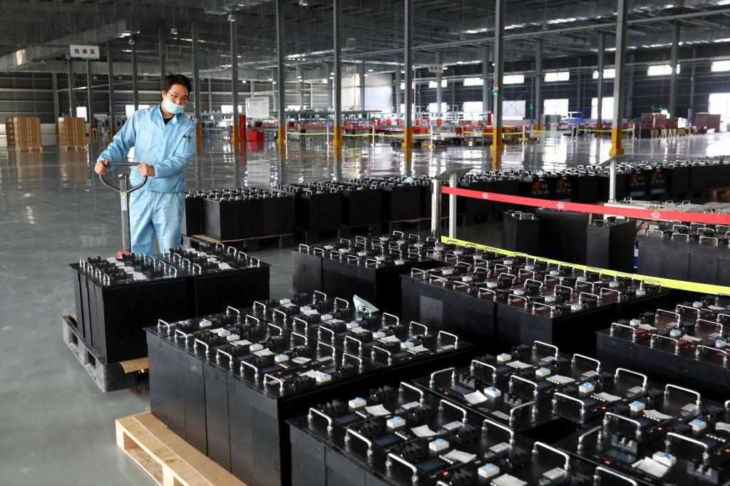 中國昨天(2月28日)公佈2月製造業及服務業PMI,皆比上月回落。(Photo by STR/AFP via Getty Images)