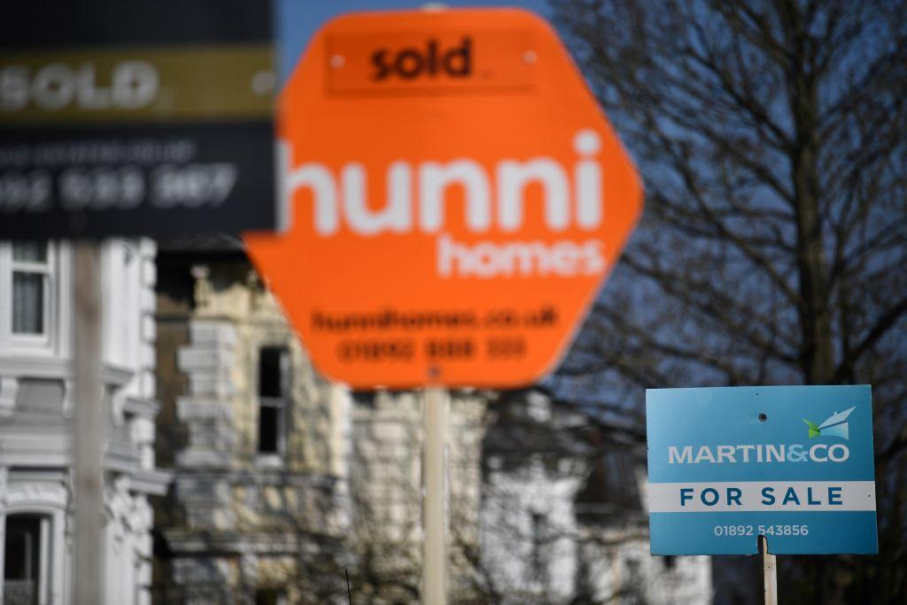 英國今(3月1日)公佈1月份未償按揭貸款額月增52億英鎊,高於市場預期,反映需求強勁。(BEN STANSALL/AFP via Getty Images)
