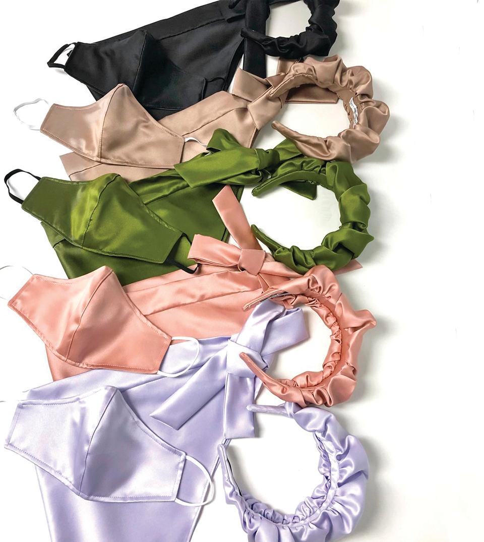 同色系的緞面髮箍與口罩。