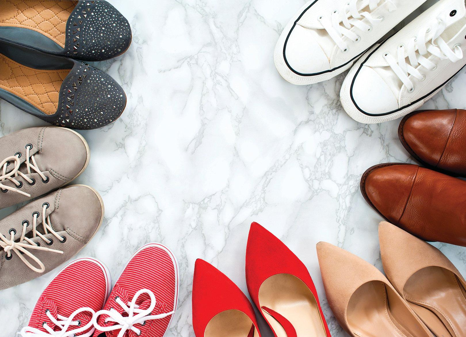 優質的鞋油能滋潤皮革油脂,防止皮革因天候等不良因素乾裂褪色。