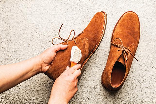 絨面革鞋最好使用專用鞋刷以免鞋面耗損。