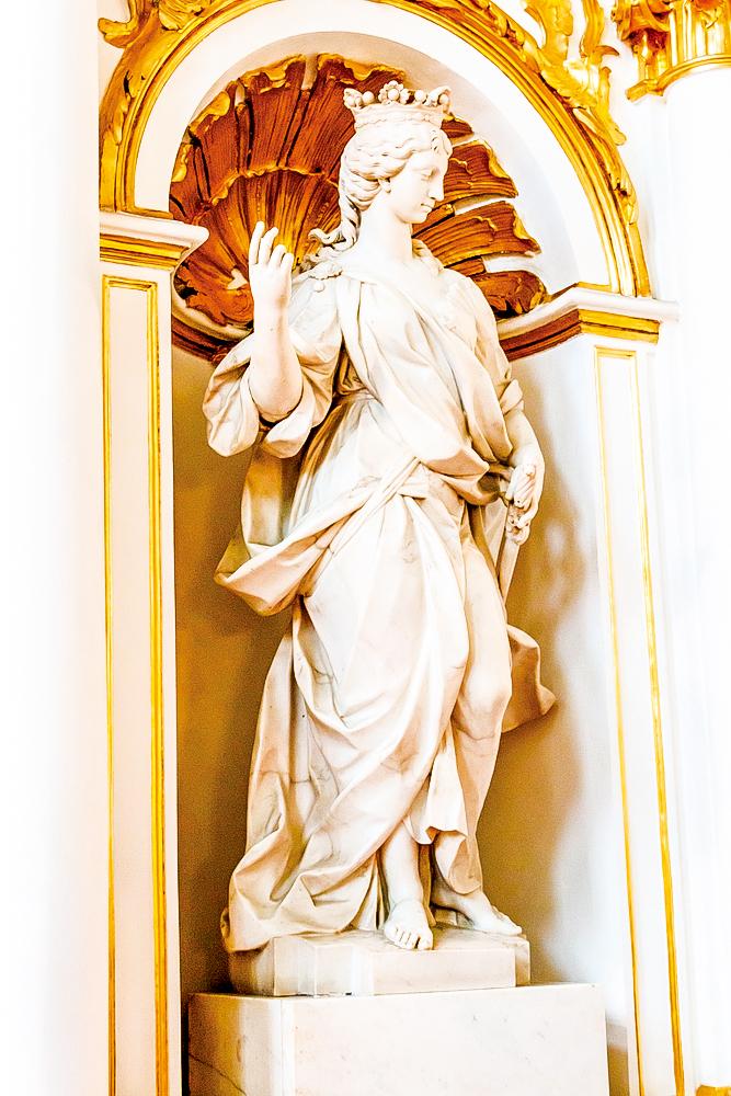 約旦階梯壁龕上的大理石雕像。(Olha Solodenko/Shutterstock.com)