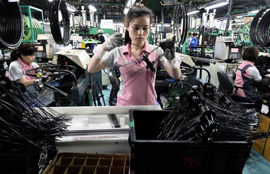 台灣2月製造業暢旺 添人手也「做不完」