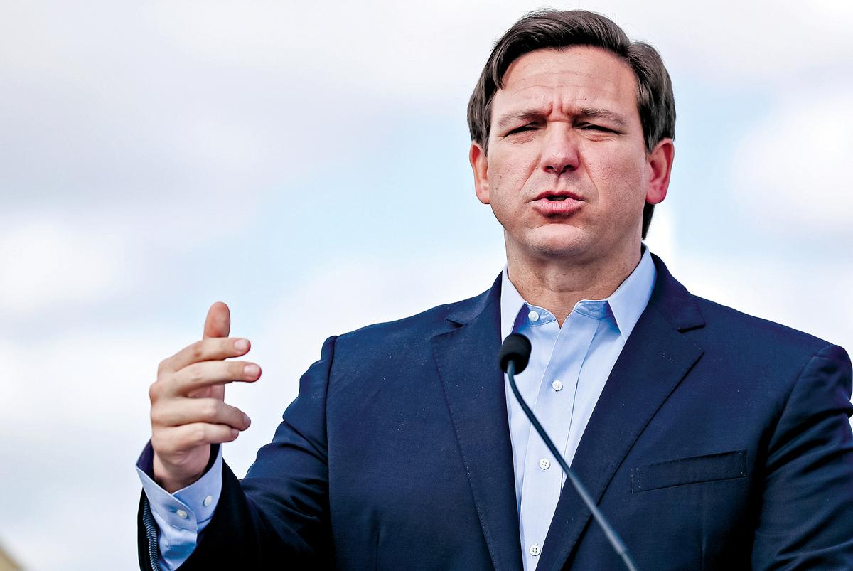 2020年3月30日,佛羅里達州州長羅恩德桑蒂斯在邁阿密花園(Miami Gardens)舉行的新聞發佈會上發言。(Joe Raedle/Getty Images)