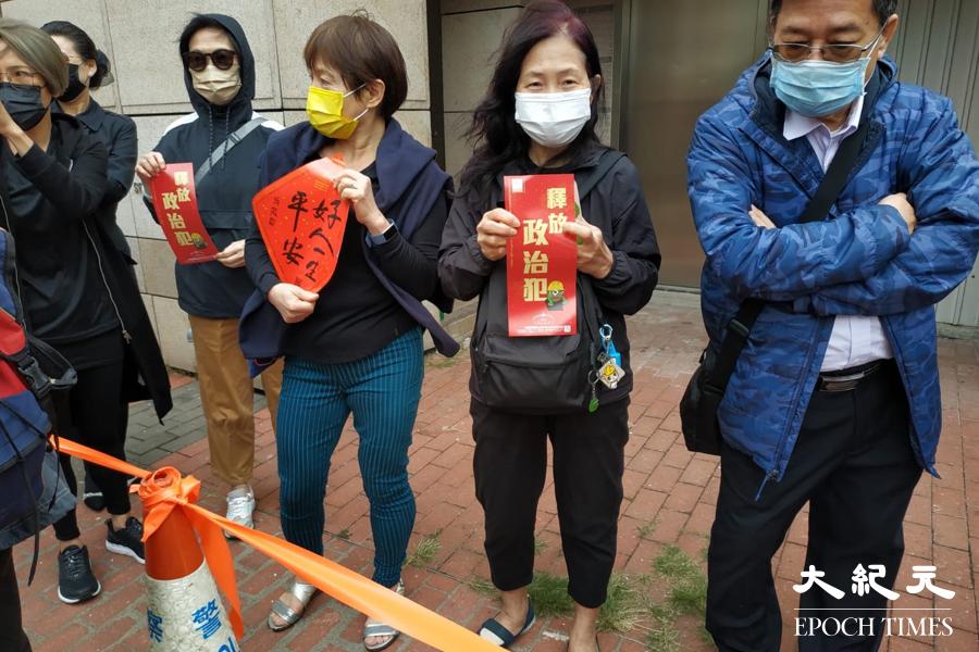 今日到西九龍法院排隊市民明顯增多。(Billy Chan/大紀元)
