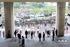 【直播】47民主派提堂第四日開庭 市民晚上冒雨等結果