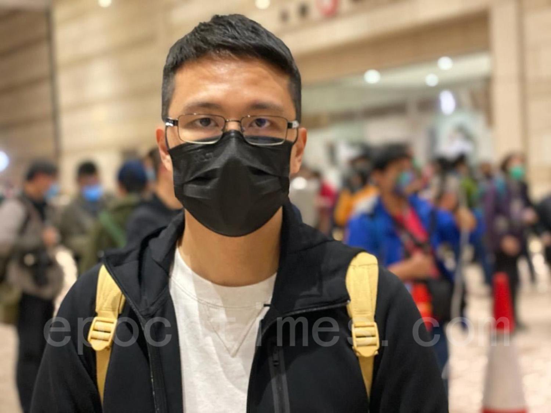 民主黨屯門區議員盧俊宇也到現場聲援。(梁珍/大紀元)