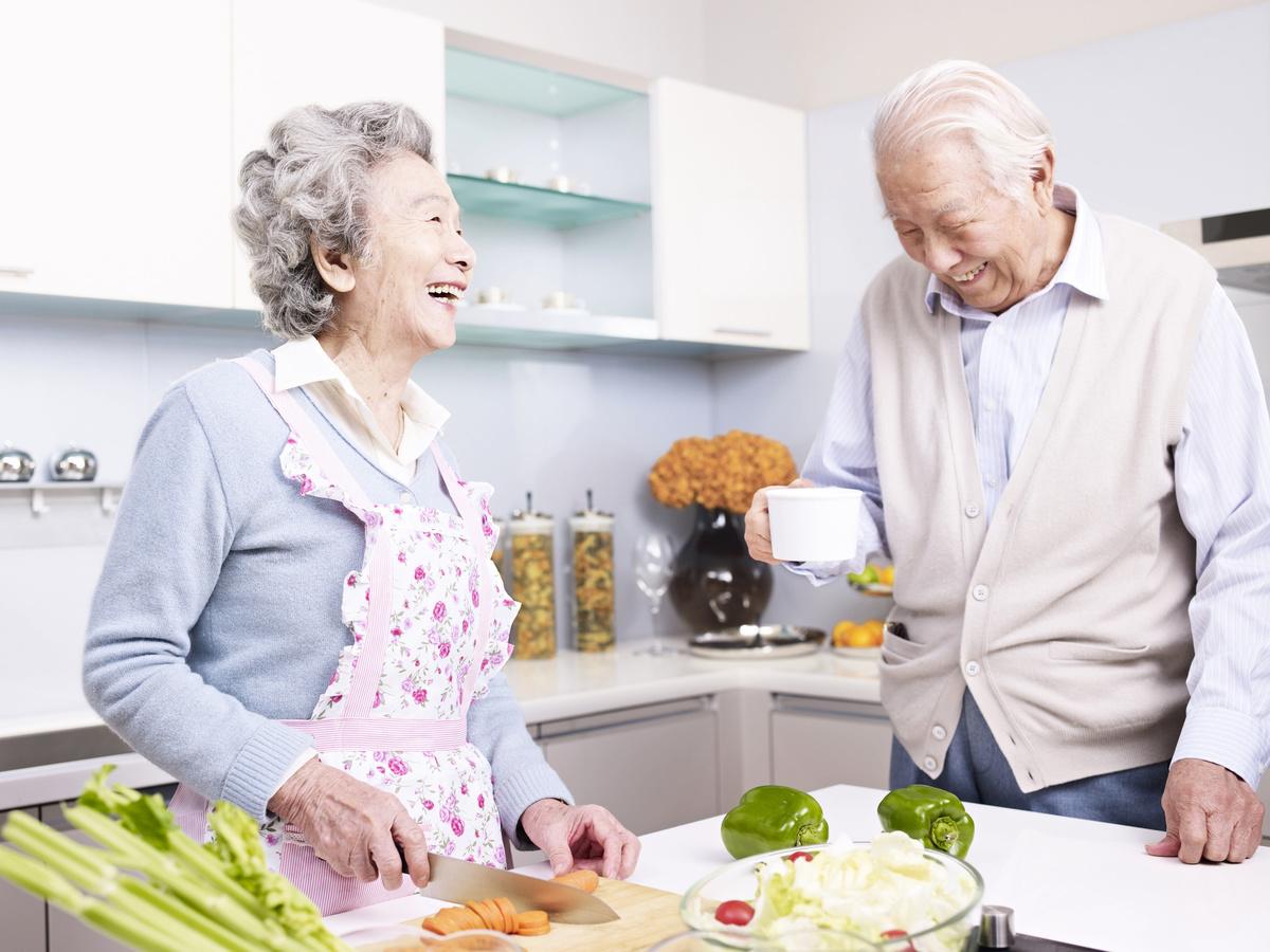 人們通常認為經常鍛鍊、多吃水果蔬菜可以健身延壽,但該報告的結果發現,這些老人很少鍛鍊,也鮮少有人吃水果。而他們共同的地方是寬容。(Fotolia)
