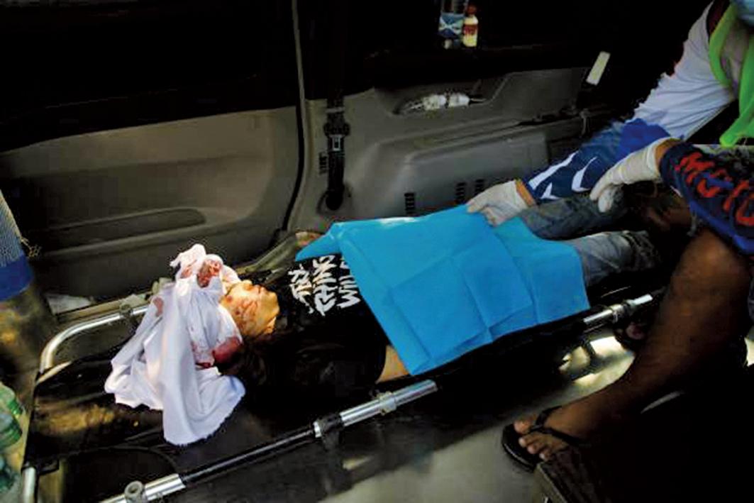 3月3日,在曼德勒,年僅19歲的華裔少女鄧家希被槍殺。(Getty Images)