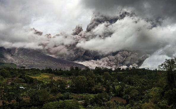組圖:印尼錫納朋火山再度噴發