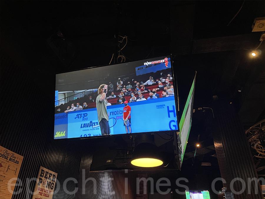 電視機很大,常常播放運動節目。(Siu Shan提供)