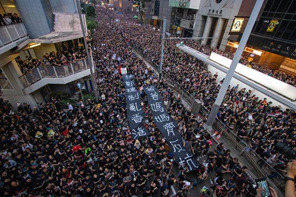 2019年6月16日,近200萬香港市民再次上街反惡法,要求特首林鄭月娥下台,遊行人數創香港史上最多紀錄。(蔡雯文/大紀元)