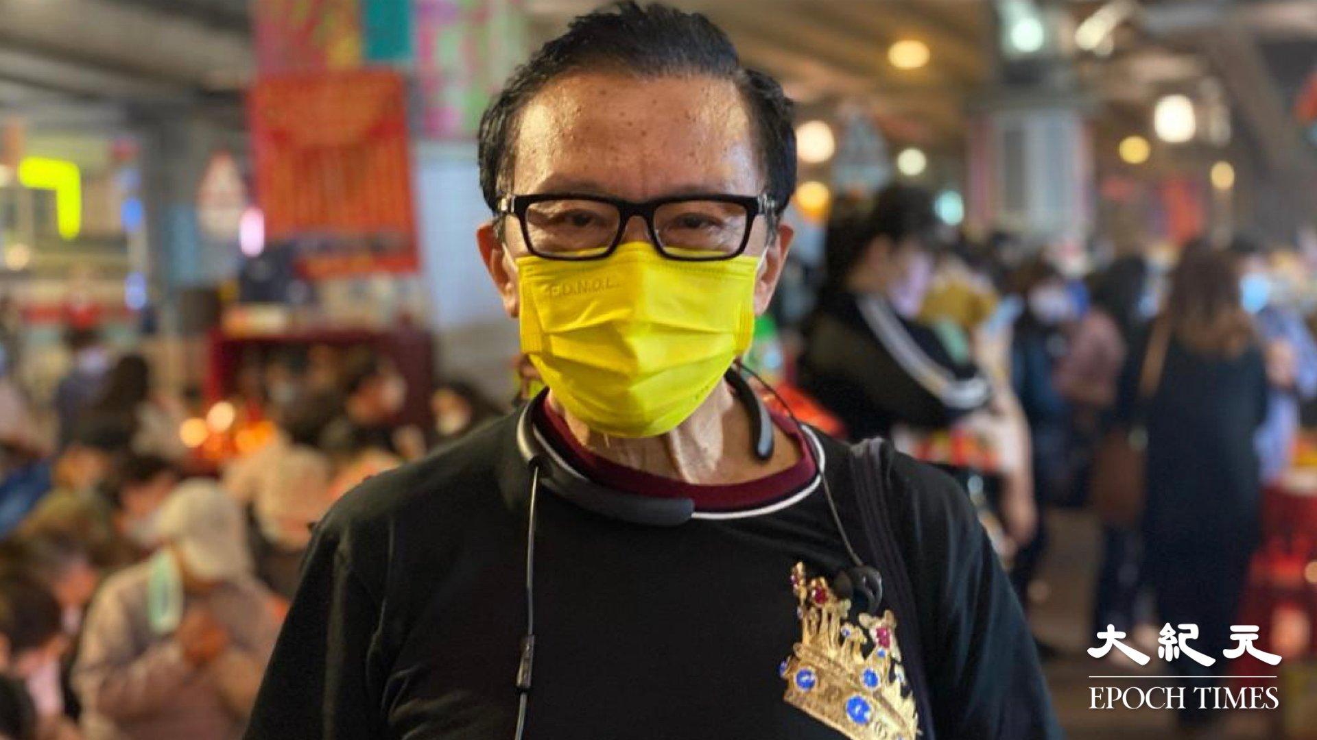現場市民劉公子稱他專程來打小人,因昨天47人的聆訊結果令他「一肚氣」。(梁珍/大紀元)