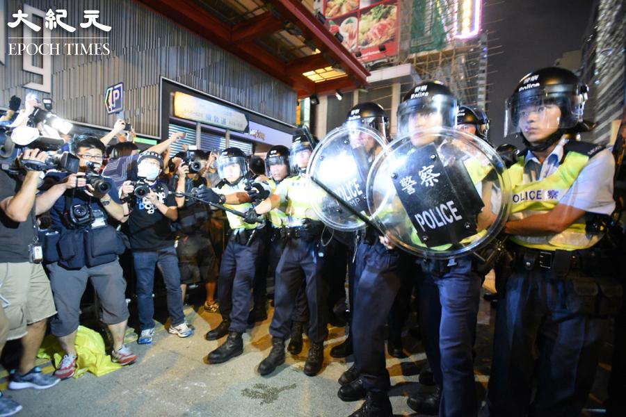 Now新聞台工程人員李小龍於2014年就佔領旺角運動採訪期間被捕,他稱遭多名警員毆打致身體多處受傷,案件於9日進行審訊前覆核。圖為2014年佔領旺角現場。(文瀚林/大紀元)