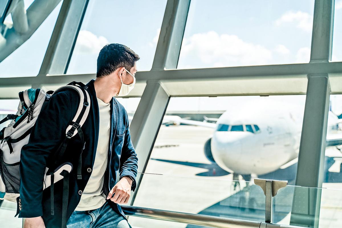 從2月22日開始,坐飛機入境加拿大的旅客將被強制到機場附近的酒店進行最多三天隔離,費用自負。(Shutterstock)