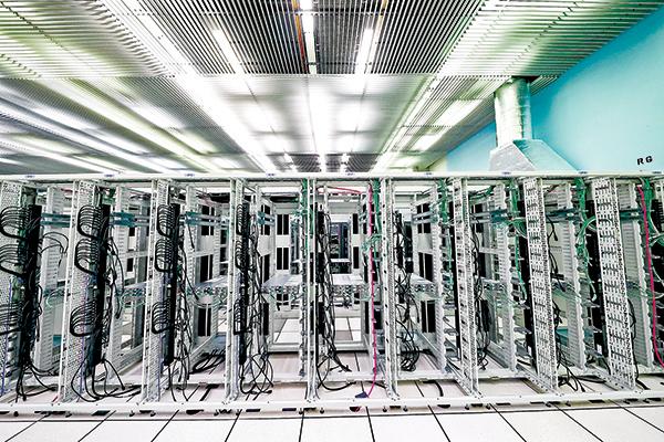 瑞士一個數據中心內的電腦主機。(Getty Images)