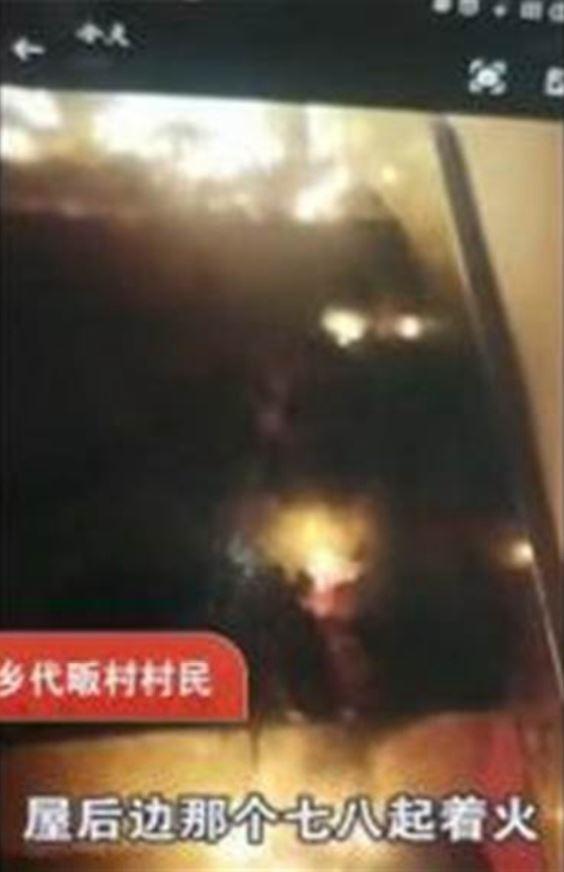 詭異的自燃事件引來村民猜測,有人認為是「鬼火」作怪。(影片截圖)