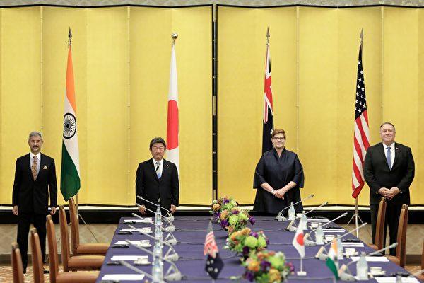 圖為2020年10月6日,日本東京,(由左至右)印度外交部長賈贊卡、日本外務大臣茂木敏充、澳洲外交部長佩恩及美國國務卿蓬佩奧出席四方會談。(CHARLY TRIBALLEAUPOOLAFP via Getty Images)