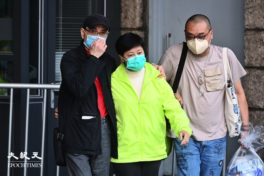 黃碧雲保釋離開高院 感謝市民排隊聲援