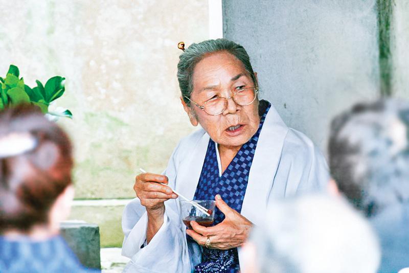藍色地帶之一——日本沖繩的老人。